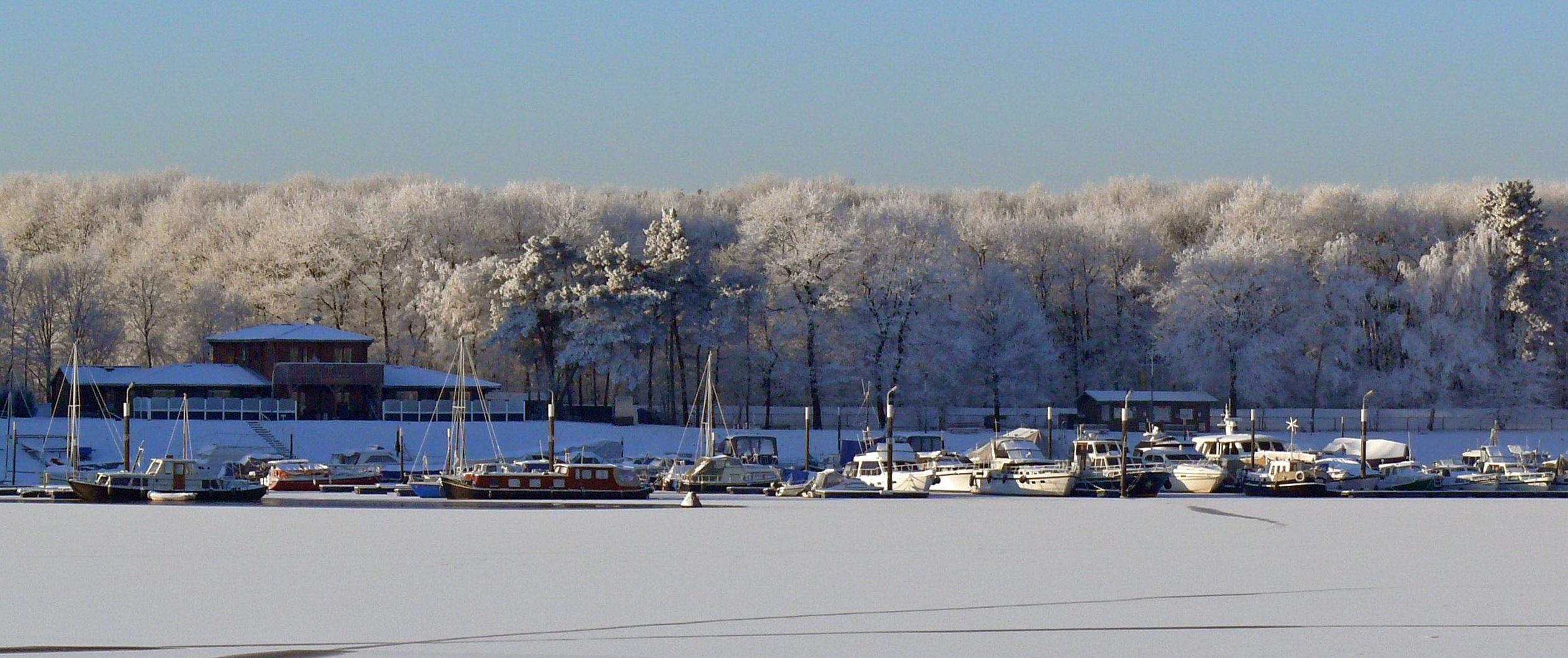 Jachthaven de Driesen in de winter